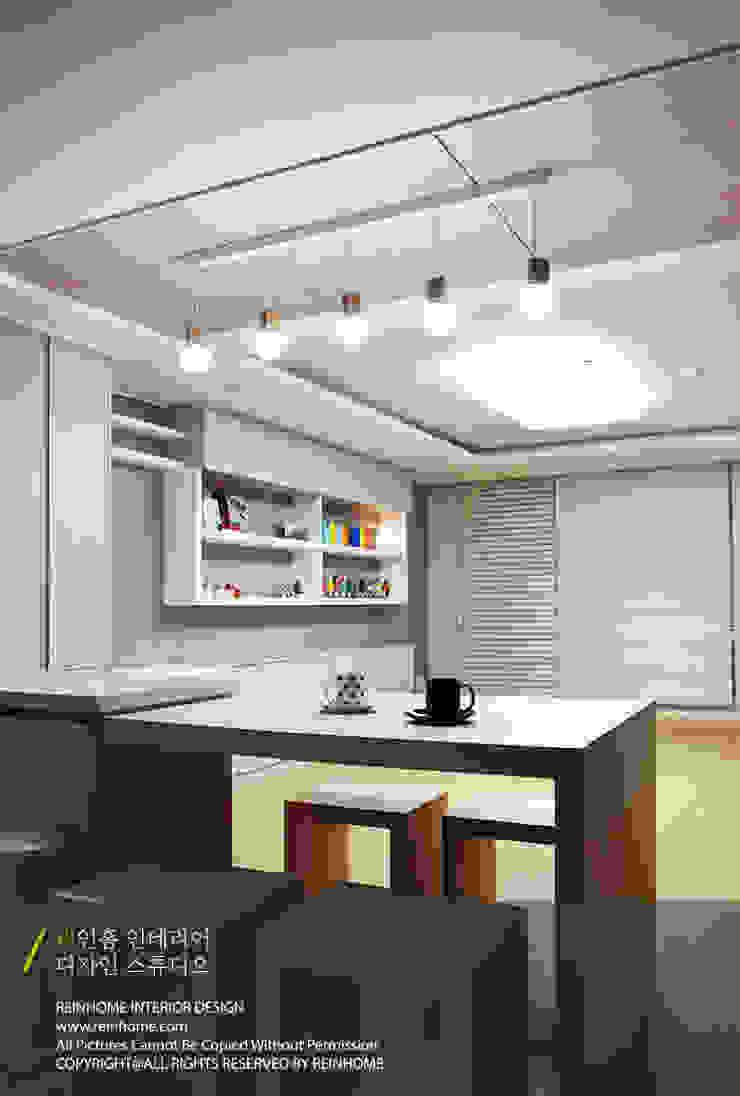 Ruang Makan Modern Oleh 리인홈인테리어디자인스튜디오 Modern