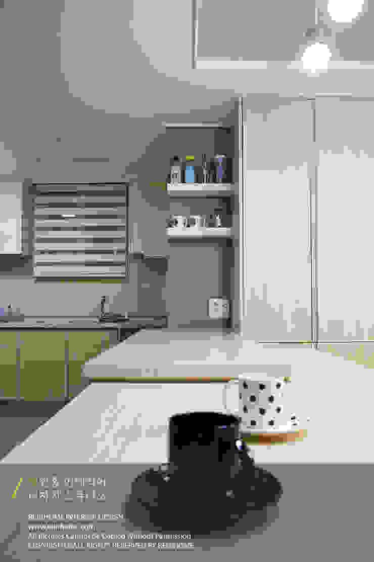 Dapur Modern Oleh 리인홈인테리어디자인스튜디오 Modern