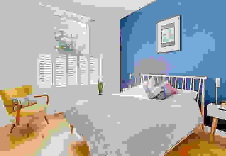 Tier on Tier Shutters in the Bedroom Phòng ngủ phong cách hiện đại bởi Plantation Shutters Ltd Hiện đại Gỗ Wood effect
