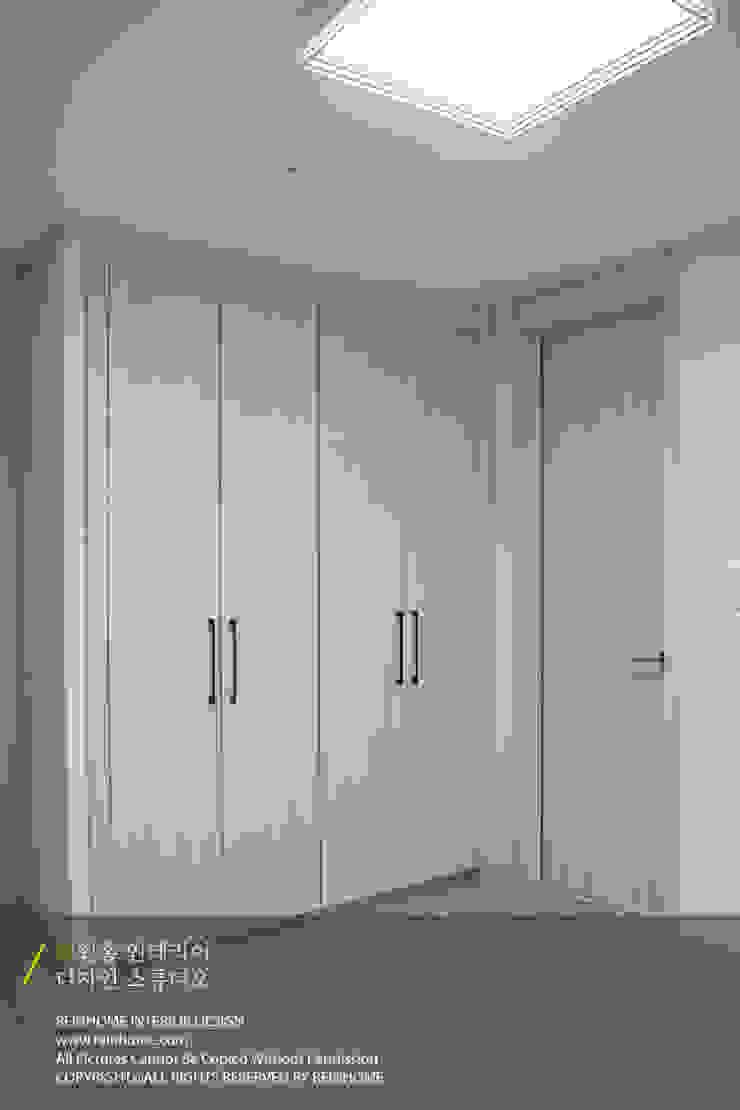 레미안 안양 메가트리아 33평 모던스타일 미디어 룸 by 리인홈인테리어디자인스튜디오 모던