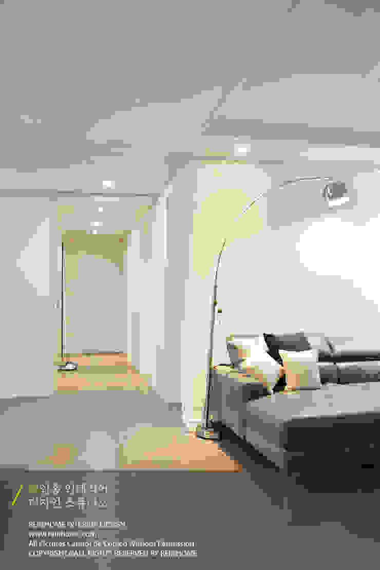 경남 양산시 양우내안에 3차 33평 모던스타일 거실 by 리인홈인테리어디자인스튜디오 모던