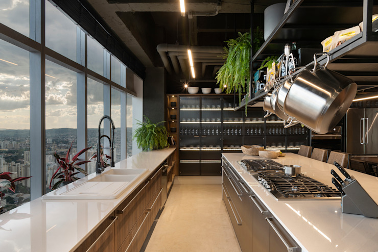Industrial style kitchen by STUDIO ANDRE LENZA Industrial