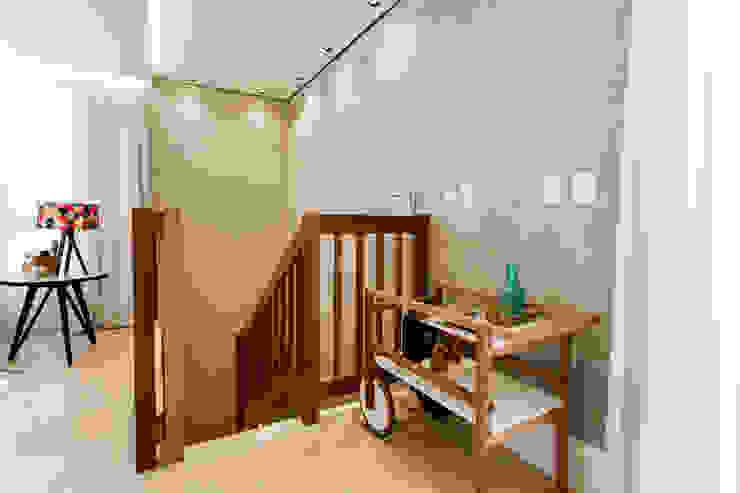 Cobertura TL por Nathalia Bilibio Arquitetura e Construção Moderno