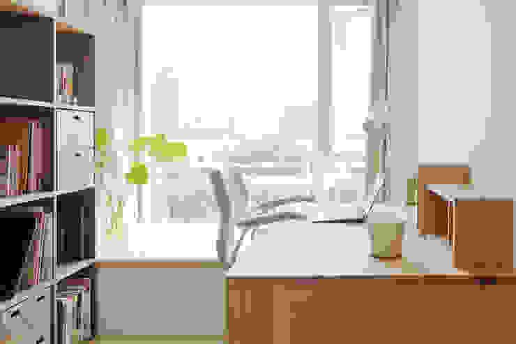 Ruang Studi/Kantor Minimalis Oleh 文儀室內裝修設計有限公司 Minimalis