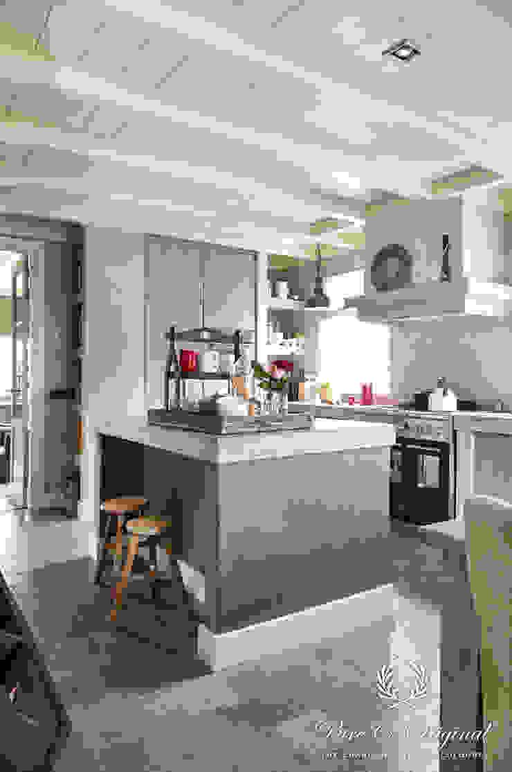 Fresco in de kleur Deep Earth Landelijke keukens van Pure & Original Landelijk