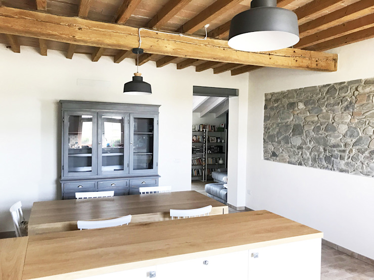 Rustic style dining room by Architetto Luigi Pizzuti Rustic