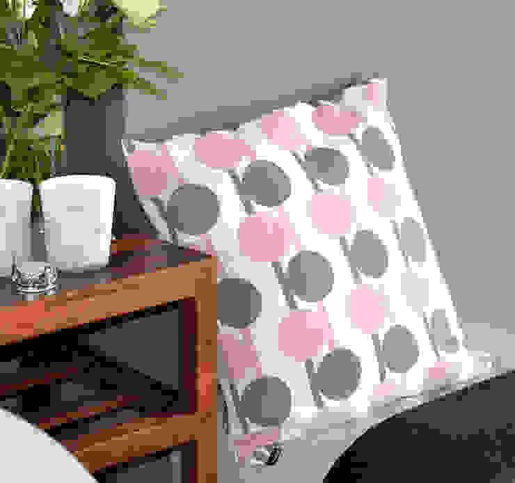 Sfeerfoto Grijs-roze-bollen: modern  door ilsephilips, Modern