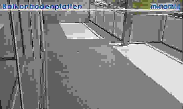 Balkonanlagen mit Großformatplatten Moderner Balkon, Veranda & Terrasse von Mineralit - Mineralgusswerk Laage GmbH Modern
