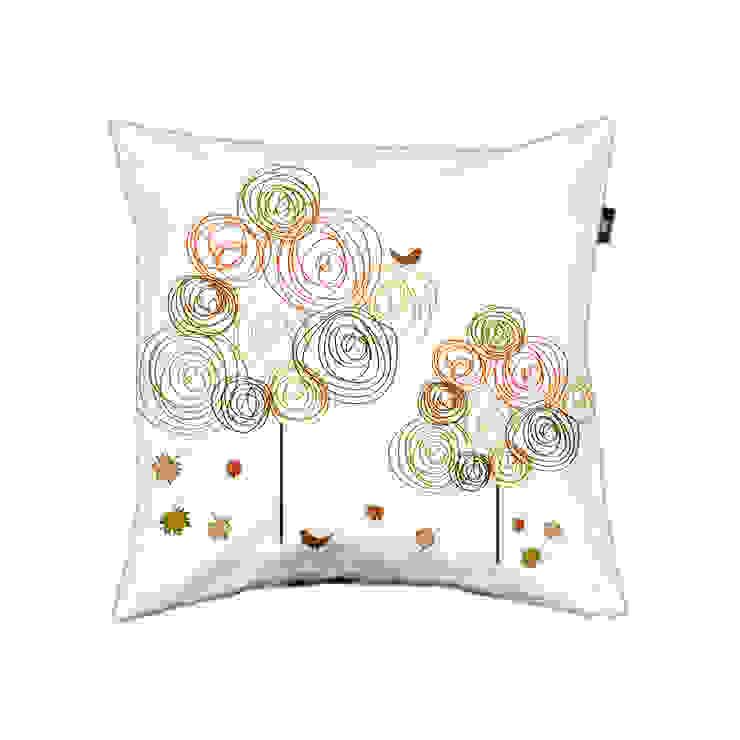 Pillow cover Circle trees autumn: modern  door ilsephilips, Modern