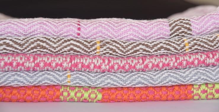 Handwoven towels: modern  door ilsephilips, Modern