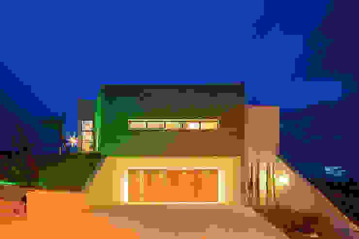 Modern Houses by Aresto Arquitetura Modern