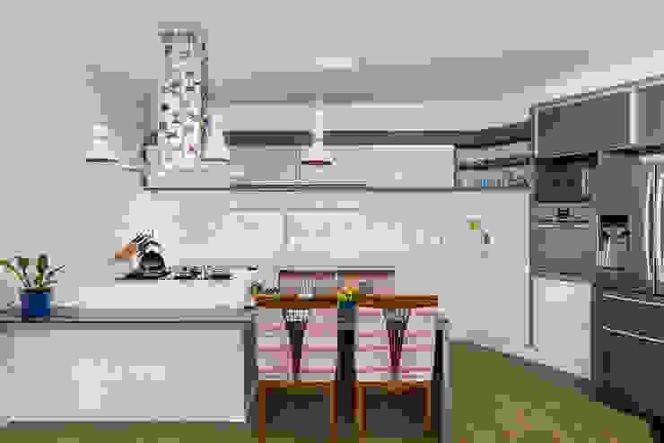 Modern Kitchen by Aresto Arquitetura Modern