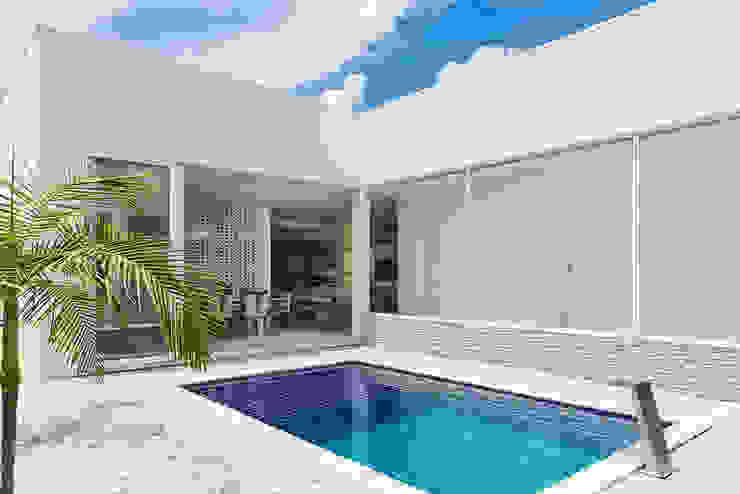 Modern Pool by Aresto Arquitetura Modern