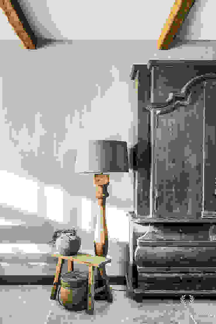 Fresco kalkverf in de kleur Wet Sand Landelijke woonkamers van Pure & Original Landelijk