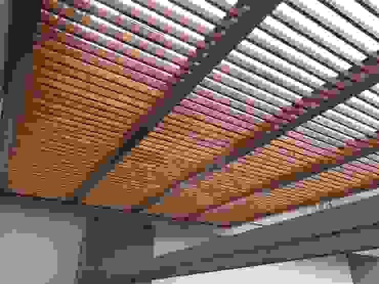 Pérgola híbrida y terraza moderna Materia Viva S.A. de C.V. Balcones y terrazas modernos