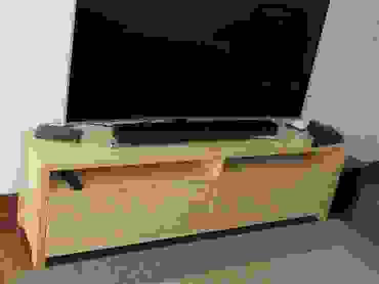 Mueble tv en pino de Minimalistika.com Minimalista Madera maciza Multicolor