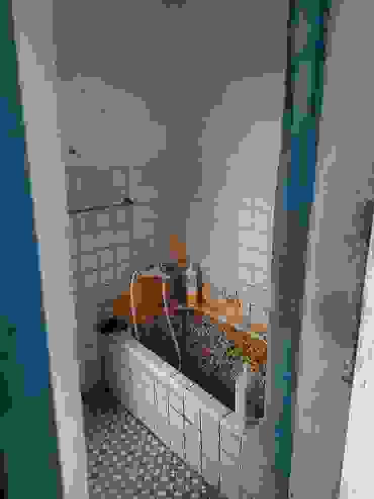 改造前的傳統衛浴: 極簡主義  by 懷謙建設有限公司, 簡約風