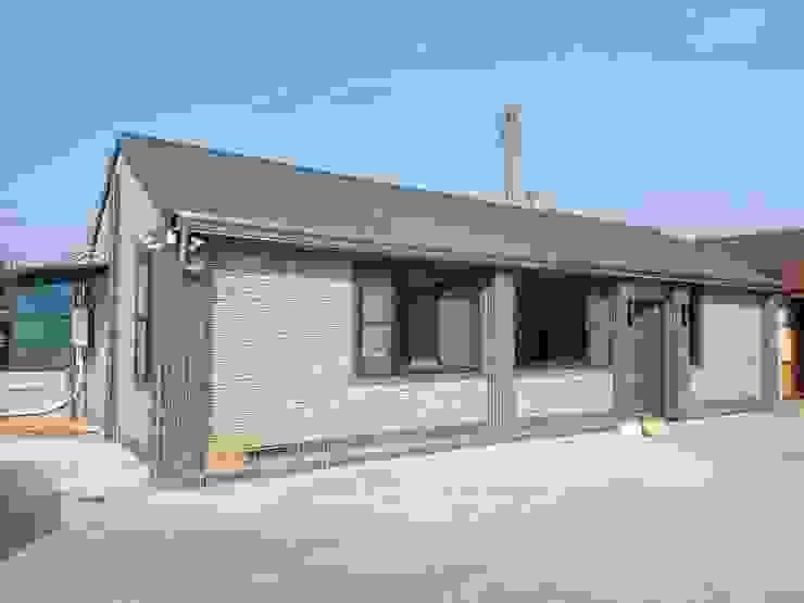 屋頂為三合一琉璃鋼瓦 懷謙建設有限公司 Bungalows