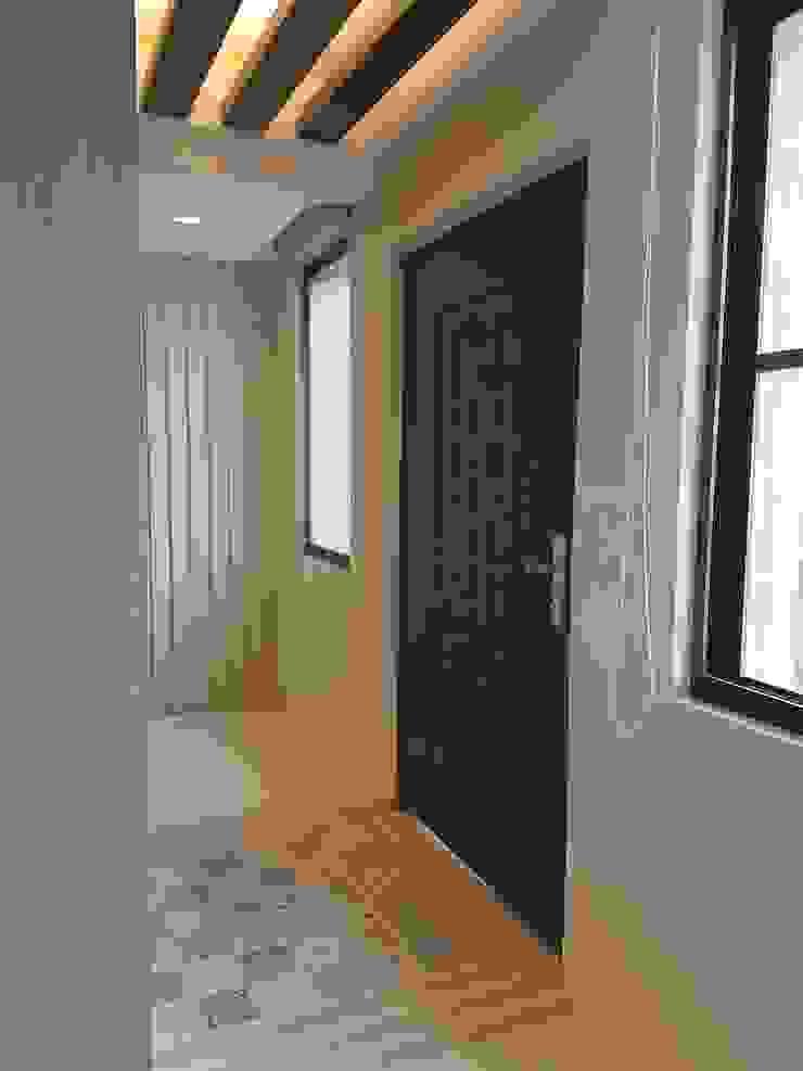 玄關落塵區讓客人一進家就知道此區脫鞋 斯堪的納維亞風格的走廊,走廊和樓梯 根據 懷謙建設有限公司 北歐風