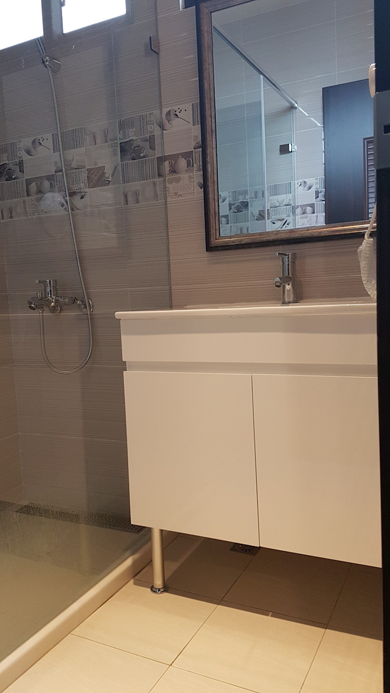 Moderne Badezimmer von 懷謙建設有限公司 Modern