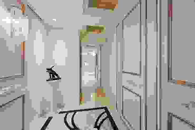 生活、巧思與設計... 我們喜歡撒下驚豔的種子 經典風格的走廊,走廊和樓梯 根據 趙玲室內設計 古典風