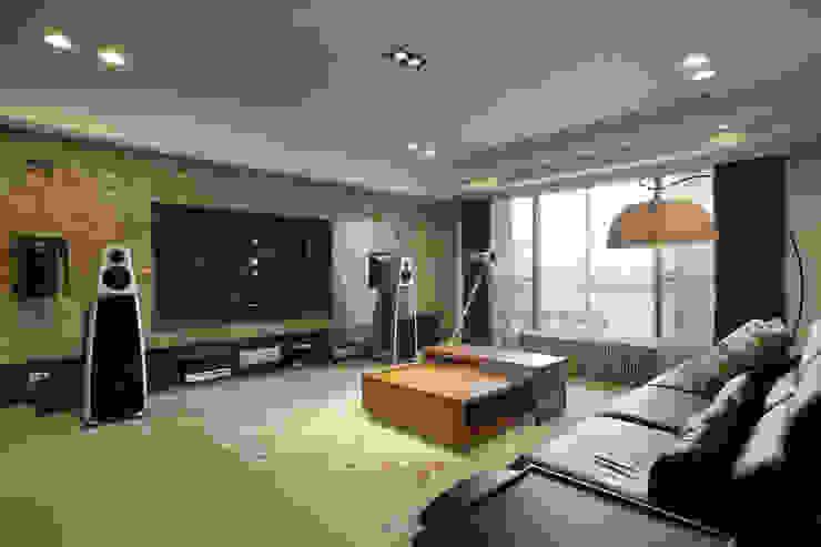 惠宇天青簡醫師 现代客厅設計點子、靈感 & 圖片 根據 台中室內設計-築采設計 現代風