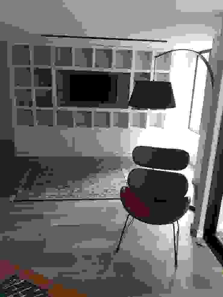 Estudios, biblioteca, sala de estar Estudios y despachos de estilo moderno de Cosmoservicios SAS Moderno Madera Acabado en madera