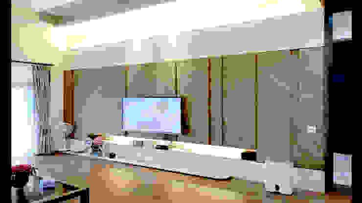 木皮 造型電視牆 設計 : 經典  by 艾莉森 空間設計, 古典風 實木 Multicolored