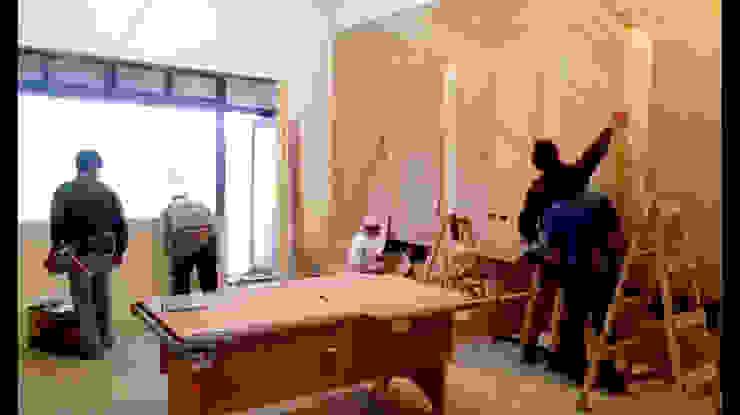 造型 收納 電視牆 面貼木皮 施工 照片: 不拘一格  by 艾莉森 空間設計, 隨意取材風