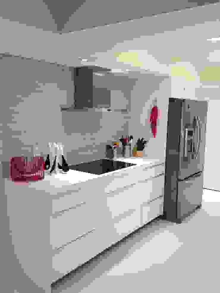 Kitchen Modern Kitchen by KornerStone Design Modern