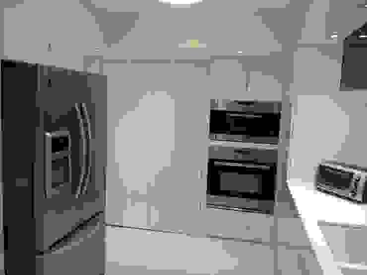 KITCHENS Modern Kitchen by KornerStone Design Modern