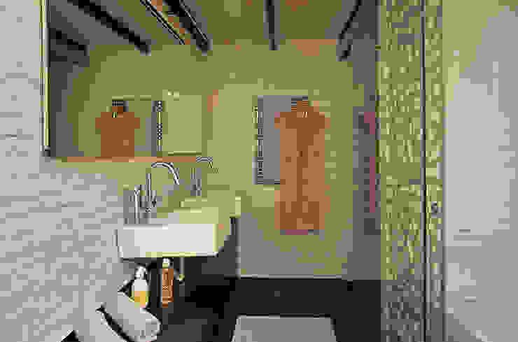 Baño Baños de estilo industrial de CREAPROJECTS. Interior design. Industrial