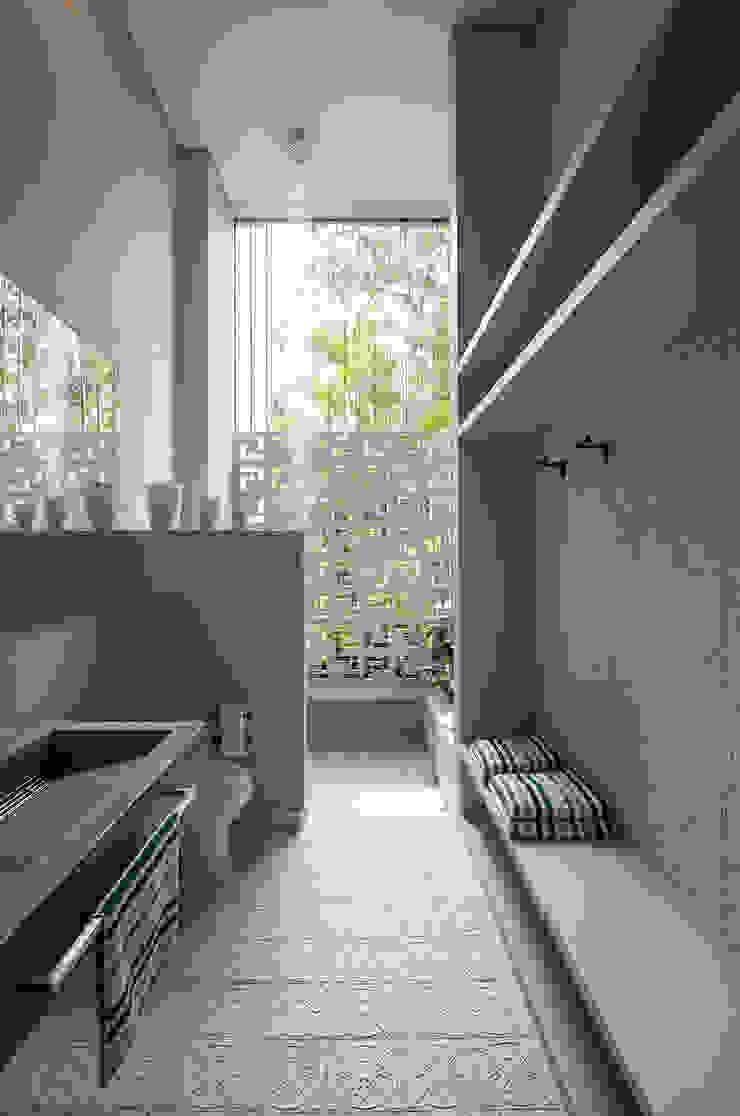 Casa Mesa de Yeguas X-13 Baños de estilo minimalista de NOAH Proyectos SAS Minimalista Concreto