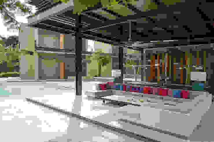 minimalist style balcony, porch & terrace by NOAH Proyectos SAS Minimalist Concrete