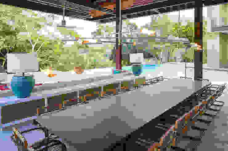 Minimalist balcony, veranda & terrace by NOAH Proyectos SAS Minimalist Engineered Wood Transparent