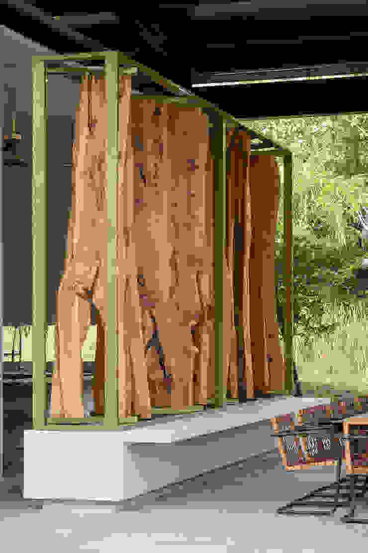 Casa Mesa de Yeguas X-13 Balcones y terrazas de estilo minimalista de NOAH Proyectos SAS Minimalista Madera Acabado en madera