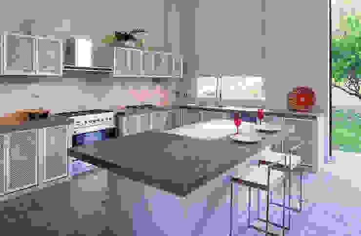Casa Mesa de Yeguas X-13: Cocinas integrales de estilo  por NOAH Proyectos SAS, Minimalista Mármol