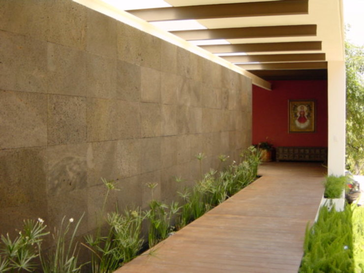 Modern Corridor, Hallway and Staircase by Mayúscula Arquitectos Modern Stone