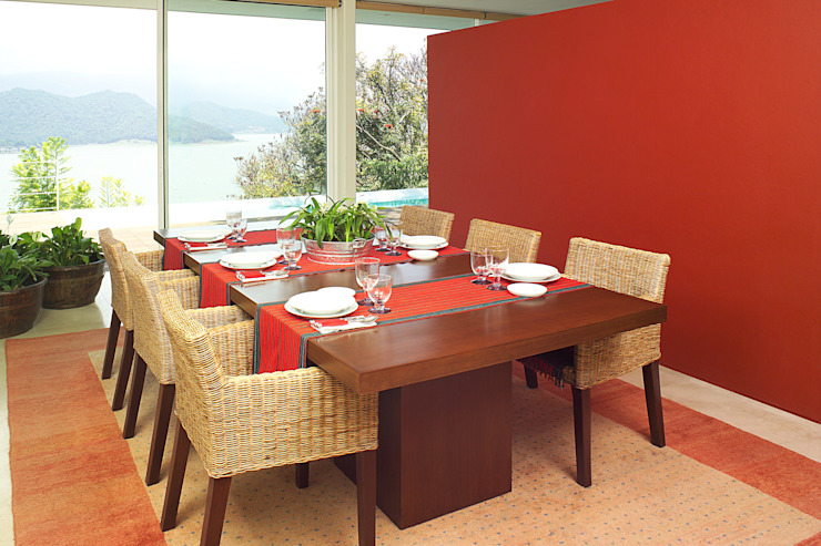 Mayúscula Arquitectos Modern dining room Red