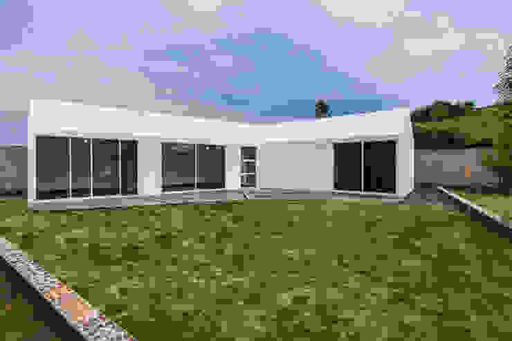 Vivienda La Caja Sin Título Arquitectura Casas estilo moderno: ideas, arquitectura e imágenes