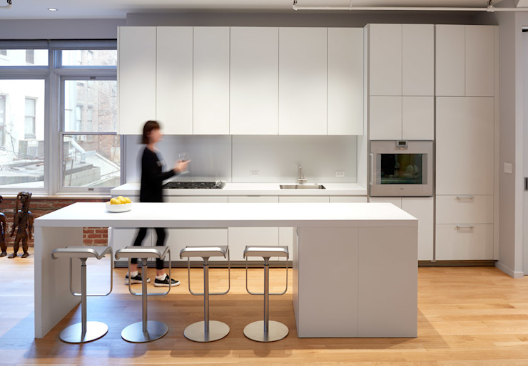 Soho Loft Modern Kitchen by KUBE Architecture Modern