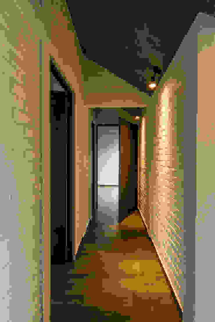 Vivienda La Caja Sin Título Arquitectura Pasillos, vestíbulos y escaleras modernos