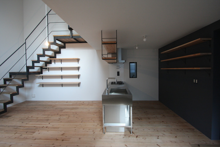 Salon minimaliste par 一級建築士事務所 Coo Planning Minimaliste Bois massif Multicolore