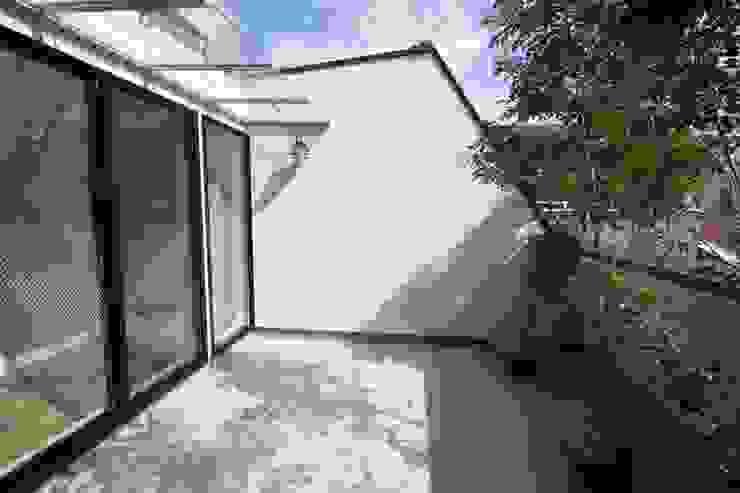 Balcon, Veranda & Terrasse minimalistes par 一級建築士事務所 Coo Planning Minimaliste Métal