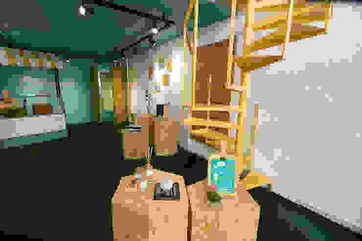 Loja Colaborativa | Enxame Lojas & Imóveis comerciais ecléticos por Arquiteca Projetos Eclético