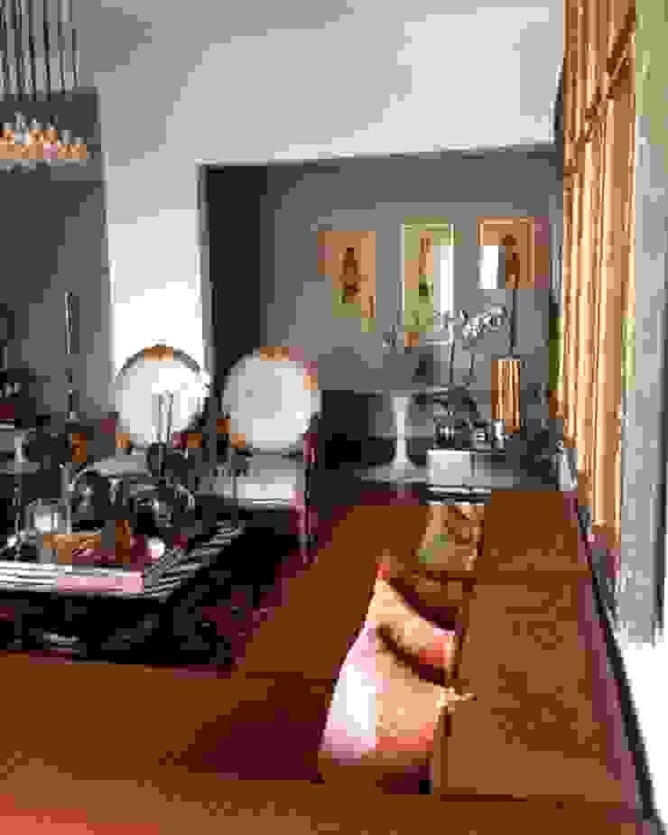 by Pancho R. Ochoa Interiorismo Eclectic Copper/Bronze/Brass