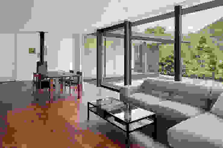 غرفة المعيشة تنفيذ atelier137 ARCHITECTURAL DESIGN OFFICE