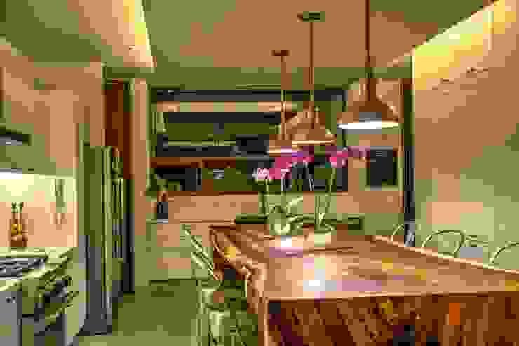 Cocina Stuen Arquitectos Comedores rústicos Madera maciza Acabado en madera