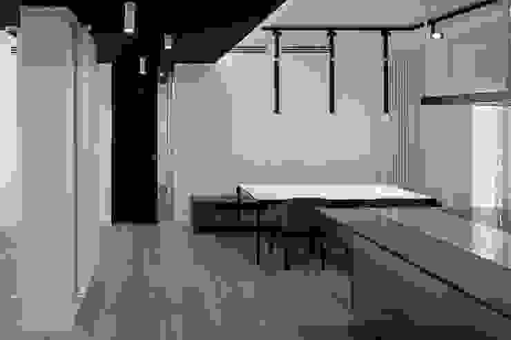 Moderne Esszimmer von Patrizia Burato Architetto Modern Glas