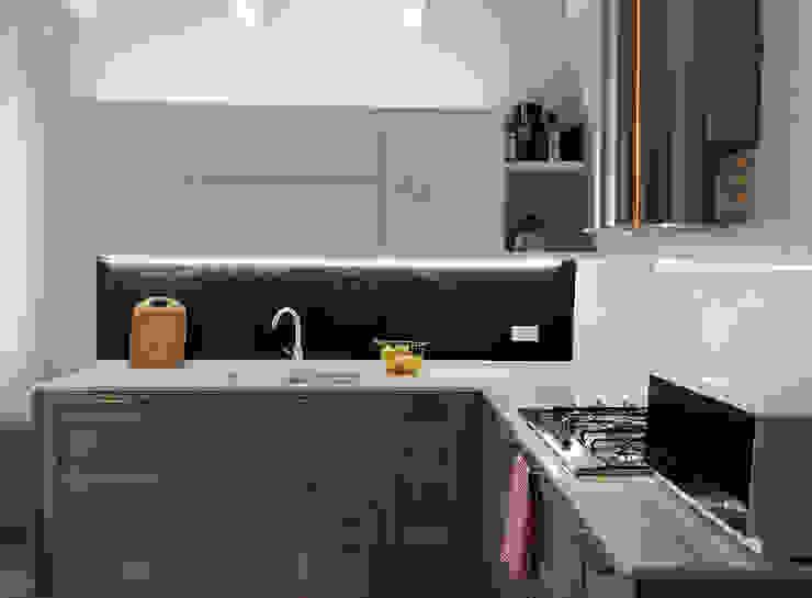 La prima casa: pratica e bella, con il giusto budget.: Cucina in stile  di Rifò